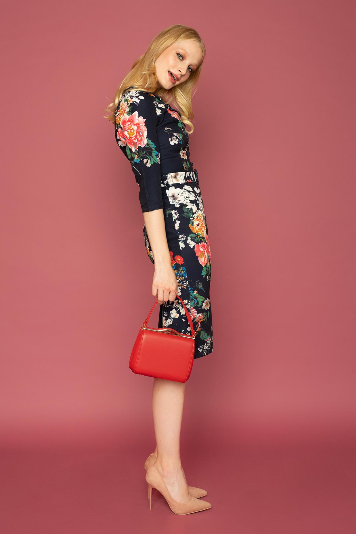 Φλοράλ vintage φόρεμα σε ίσια γραμμή, με γιακά, faux κουμπιά, ασορτί ζώνη και 3/4 μανίκια, από ελαστικό ύφασμα, ιδανικό για ξεχωριστές εμφανίσεις!