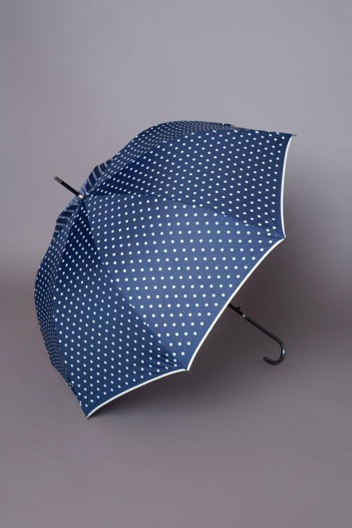 Κομψή μπλε πουά ομπρέλα με εκρού τελείωμα, ιδανική για να ολοκληρώσετε ένα ξεχωριστό look!