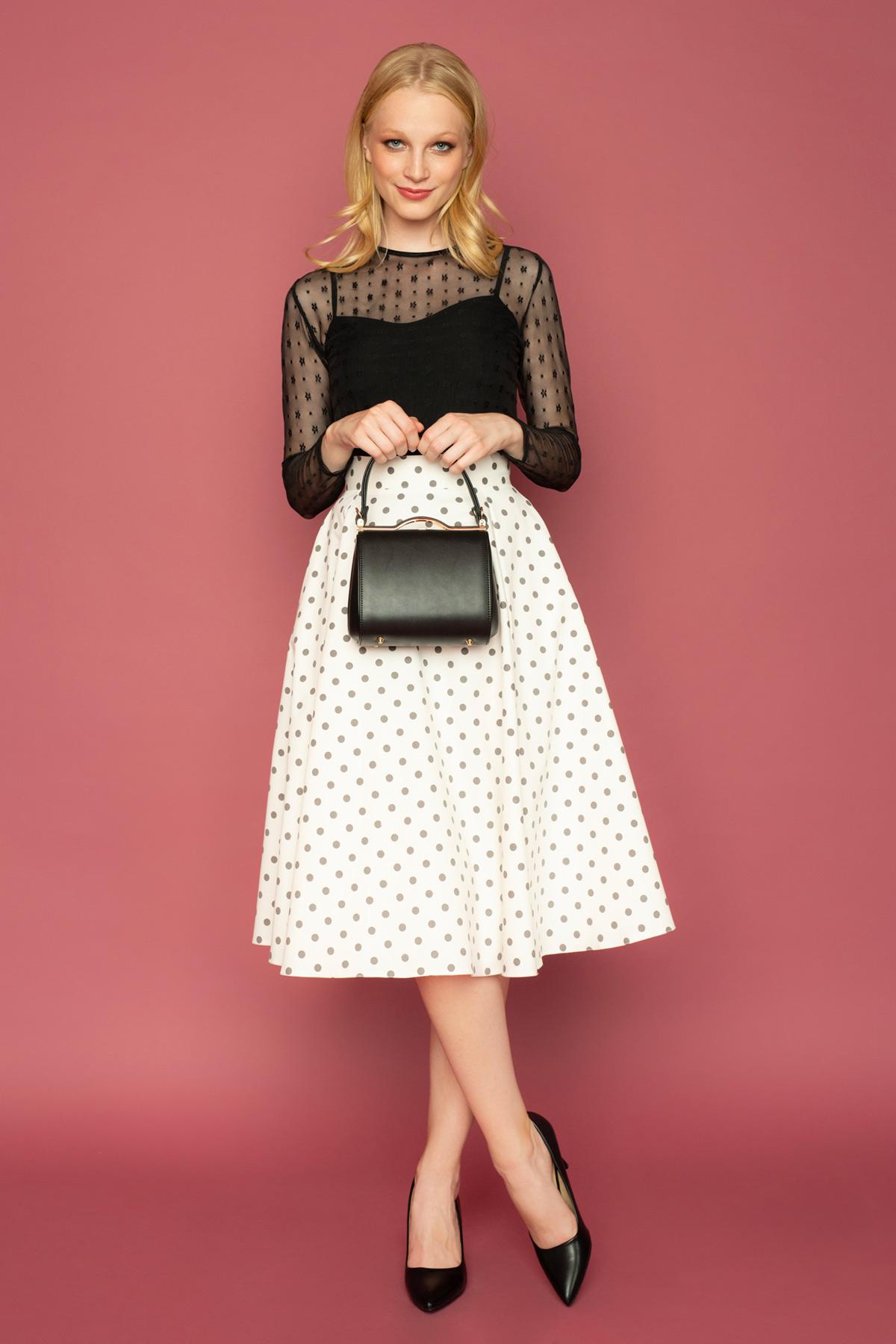 Ψηλόμεση κλος φούστα, μέχρι το γόνατο, με γκρι πουά print και τσέπες για να δημιουργήσετε ένα ρετρό look για όλες τις ώρες!