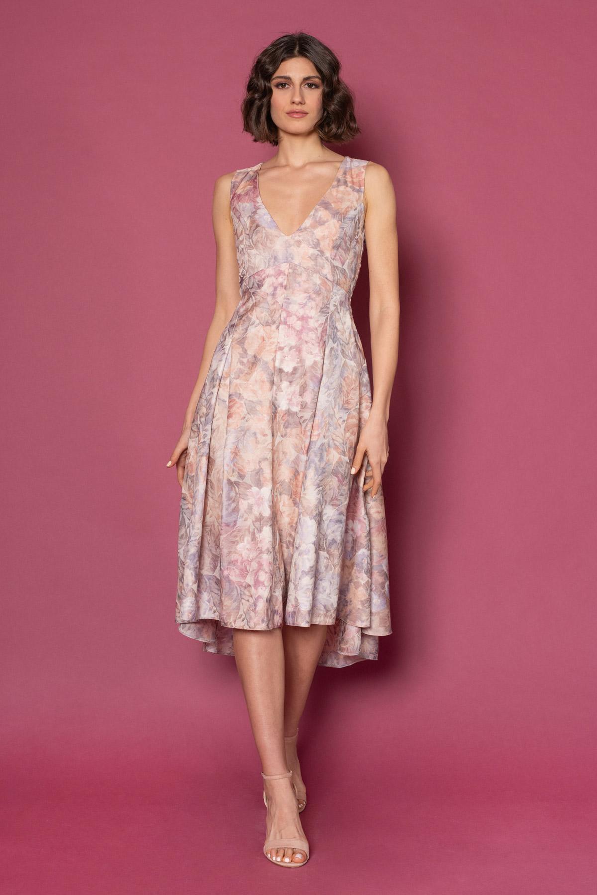 Εντυπωσιακό φλοράλ vintage φόρεμα, με χαμηλό V μπροστά, εφαρμοστό στον κορμό και ασύμμετρη κλος φούστα με κουφόπιετες, από ζακάρ ύφασμα. Ιδανικό φόρεμα για γάμο ή οποιαδήποτε επίσημη εμφάνιση!