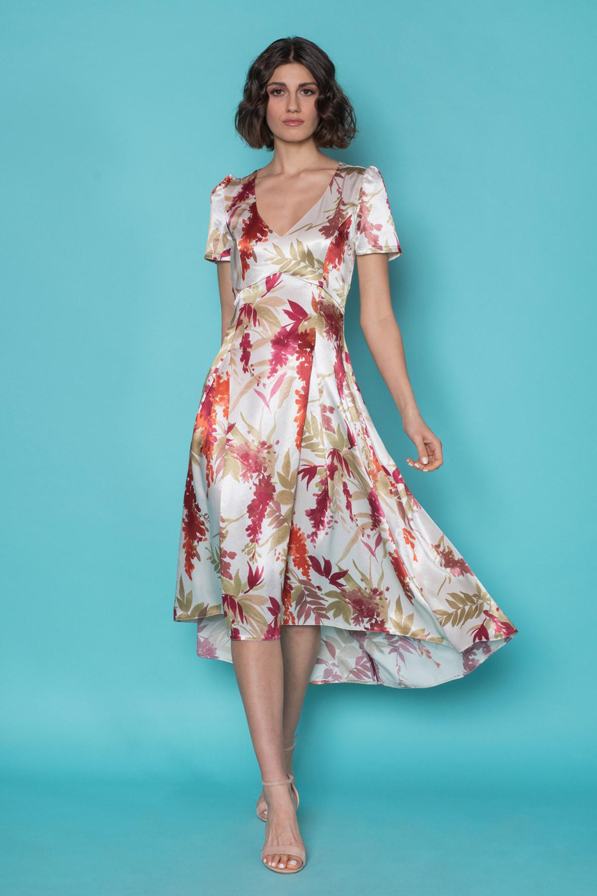 Εντυπωσιακό φλοράλ φόρεμα, με κοντά φουντωτά μανίκια, εφαρμοστό στον κορμό και ασύμμετρη κλος φούστα, από αέρινο σατινέ ύφασμα με λουλούδια. Ιδανικό φόρεμα για γάμο ή οποιαδήποτε επίσημη εμφάνιση!