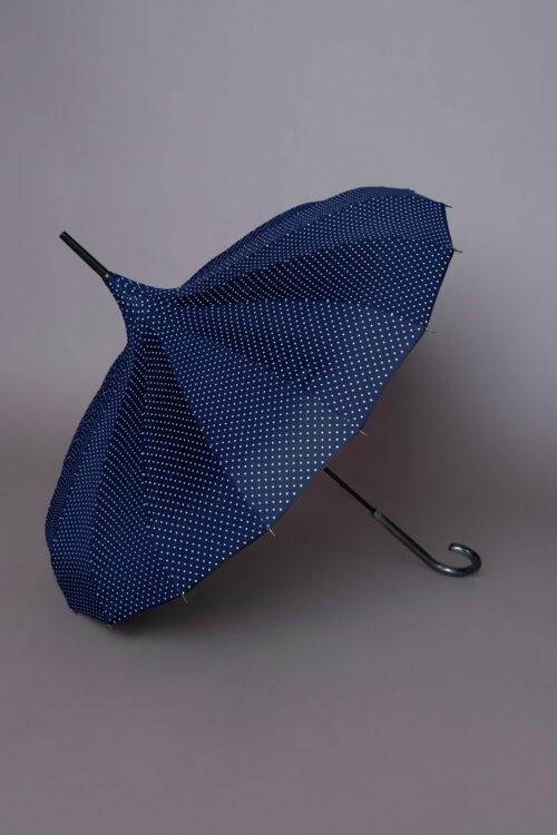 Μπλε ομπρέλα με μικρά άσπρα πουά σε σχήμα παγόδας, ιδανική τόσο για τον ήλιο όσο και τη βροχή!